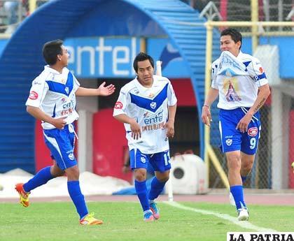 Ovando, Dury y Saucedo, jugadores de San José (foto: APG)