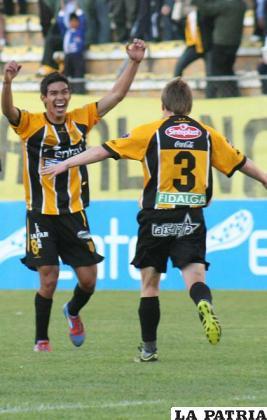 Bejarano y Chumacero celebran el triunfo (foto: APG)
