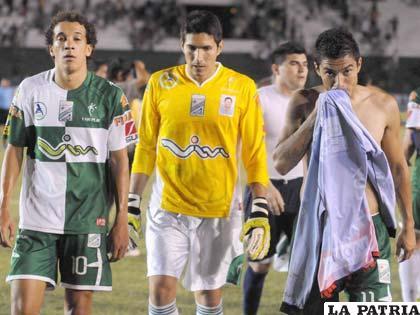 Tristeza en los jugadores de Oriente Petrolero (foto: APG)