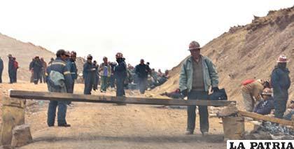 Mineros asalariados impiden la entrada a Colquiri de cooperativistas (APG)