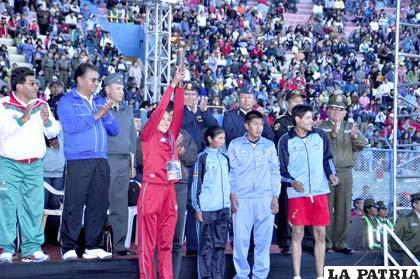 Durante la entrega de la llama olímpica a la representación de La Paz