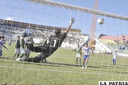 El segundo gol fue obra de Marcelo Gomes de tiro libre