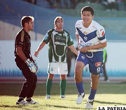 Saucedo es el goleador del torneo de la Liga