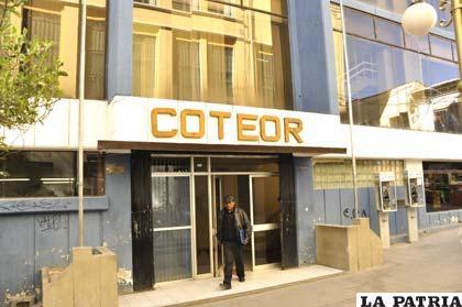 Frontis de la Cooperativa de Telecomunicaciones Oruro