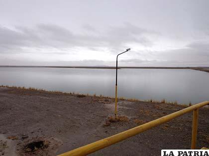 Pobladores de Sora: mal funcionamiento de PTAS contamina el lago Uru Uru