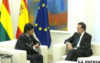 Primer Mandatario de Bolivia, Evo Morales, junto al presidente del gobierno español, Mariano Rajoy