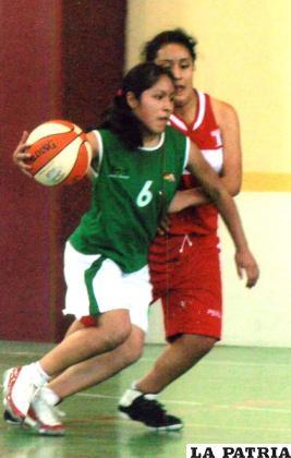 En plena acción en los Juegos Escolares en Lima-Perú