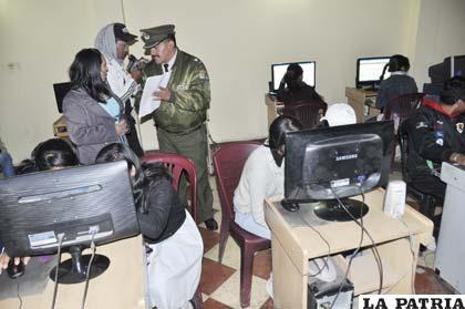Operativo en locales que brindan servicio de internet