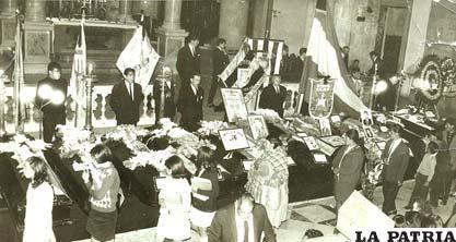 En el atrio de la Catedral de La Paz, se instaló la Capilla Ardiente con los féretros de los jugadores que perecieron en el accidente