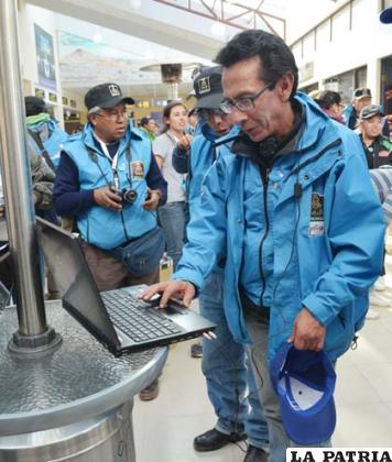 El ministro de Culturas, Pablo Groux inauguró el servicio de wi-fi