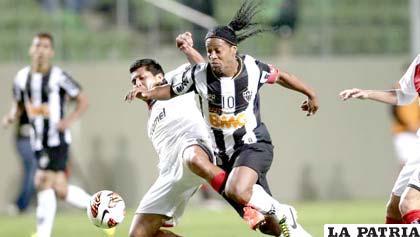 Ronaldinho llevó al Atlético Mineiro a ganar la Copa Libertadores