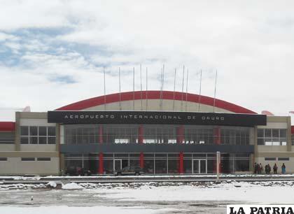 Mejorarán la infraestructura del aeropuerto orureño