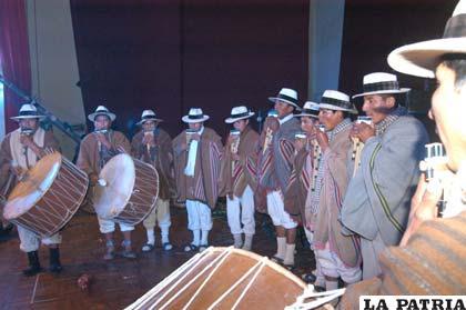 Participación de un conjunto autóctono en el Festival de la Canción ¡Aquí…canta Bolivia!
