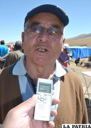 """DAVID PINTO: """"Estamos llegando desde la ciudad de Oruro, no es la primera vez, ya son varios años que yo vengo al Santuario de Cala Cala.  En principio siempre le pedíamos alguna movilidad, una casa especialmente, siempre nos cumplía a los que tenemos fe, por eso hay que tenerle mucha fe""""."""