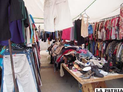 Venta de ropa usada en Oruro