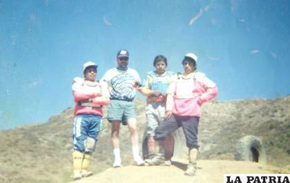 Luego de una competencia nacional en 1996, junto a Walter Nosiglia, Vargas a su izquierda