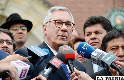 El ex mandatario Eduardo Rodríguez Veltzé será el encargado de recibir la determinación de La Haya /ABI