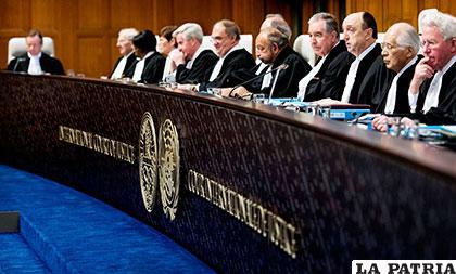 Magistrados de La Haya que votaron 14 a 2 en rechazo de Chile