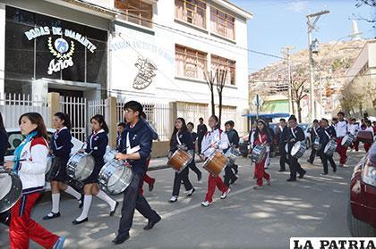 Los alumnos llegan al colegio después de un recorrido