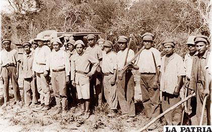 Prisioneros bolivianos y soldados paraguayos /latinoamericanstudies.org