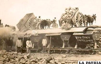 Carretones de minerales de plata procedentes de  Pulacayo en la rampa de Antofagasta 1887