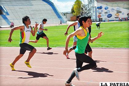 Atletas orureños que se alistan para la prueba del sábado