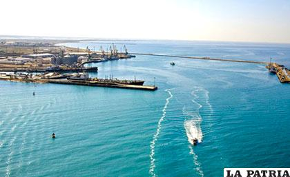 El lago del Mar Caspio tiene un área cercana a los 371.000 kilómetros cuadrados