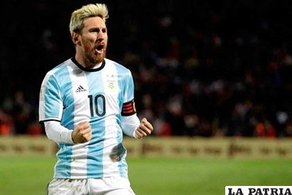 Lionel Messi festeja el gol que anotó para la victoria argentina /ole.com
