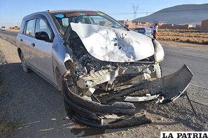El taxi terminó con la parte de adelante destrozada