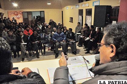 Alcalde anuncia reducción de personal en reunión con el Distrito 4
