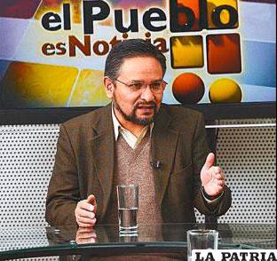 El viceministro de Coordinación con Movimientos Sociales, Alfredo Rada, afirmó que las cooperativas mineras están aceptando los decretos.