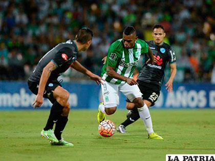 La acción del partido que se disputó anoche en Medellín /foxsports.com