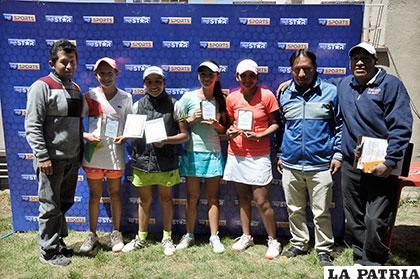 Las ganadoras en la rama femenina