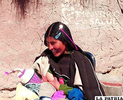 Madre Chipaya y su bebé, ganadora del concurso nacional de fotografía /MINISTERIO DE SALUD