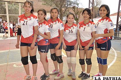 El equipo de voleibol del 5to. de Secundaria