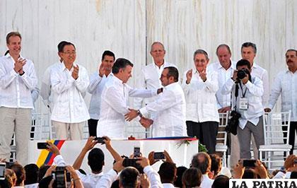 Gobierno y las FARC firman acuerdo y presidentes invitados fungen como veedores /CARACOL NOTICIAS