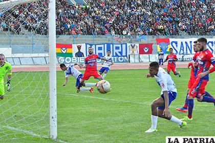 La última vez que San José enfrentó a Universitario en Oruro fue el 07/05/2017 con empate a 3 goles