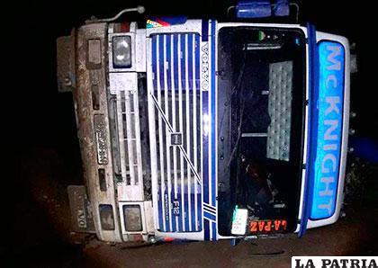 El vehículo volcó al lado izquierdo