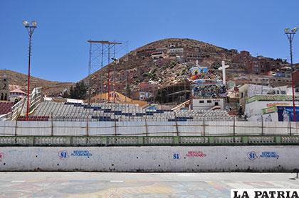 Las graderías de la avenida Cívica poco antes de su destrucción