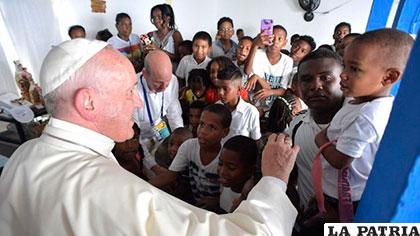 Papa pide solución a crisis política en Venezuela