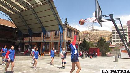 Tercero venció a Segundo en el baloncesto femenino