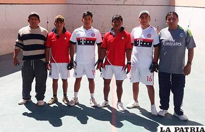 Encuentro amistoso entre jugadores de Primera en la jornada inaugural