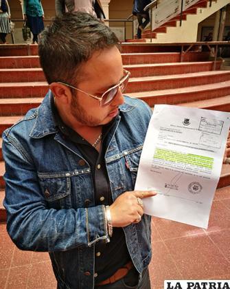 El asambleísta Tórrez muestra el informe sobre la modificación de recursos a favor del teleférico