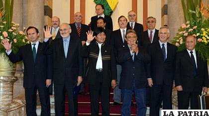 Una reunión pasada del Mandatario con los expresidentes y excancilleres /Ministerio de Comunicación)