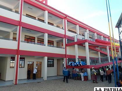 La unidad educativa tuvo un costo de 5,9 millones de bolivianos/ LA PATRIA