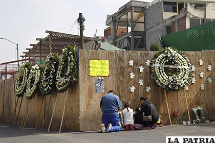 Familiares de algunos de los niños que perdieron la vida en el Colegio Rebsamen /Impacto Latino