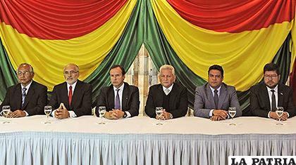 Autoridades y exautoridades en oposición al Gobierno nacional /Los Tiempos