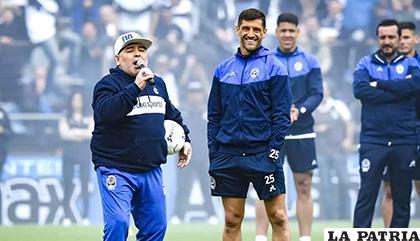 Diego Maradona no aguantó y rompió en llanto al referirse a los presentes /headtopics.com