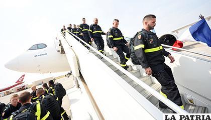 Los 38 bomberos franceses arribaron a Bolivia este sábado, para sofocar los incendios en la Chiquitanía /abi.bo