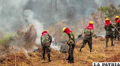 Las tareas de mitigación de incendios, también se lo realizará por las noches /atb.com.bo